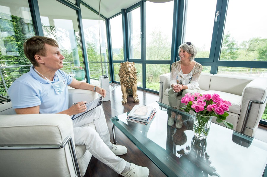 Zahnarzt Hennef: Patientengespräch in unserer Praxis