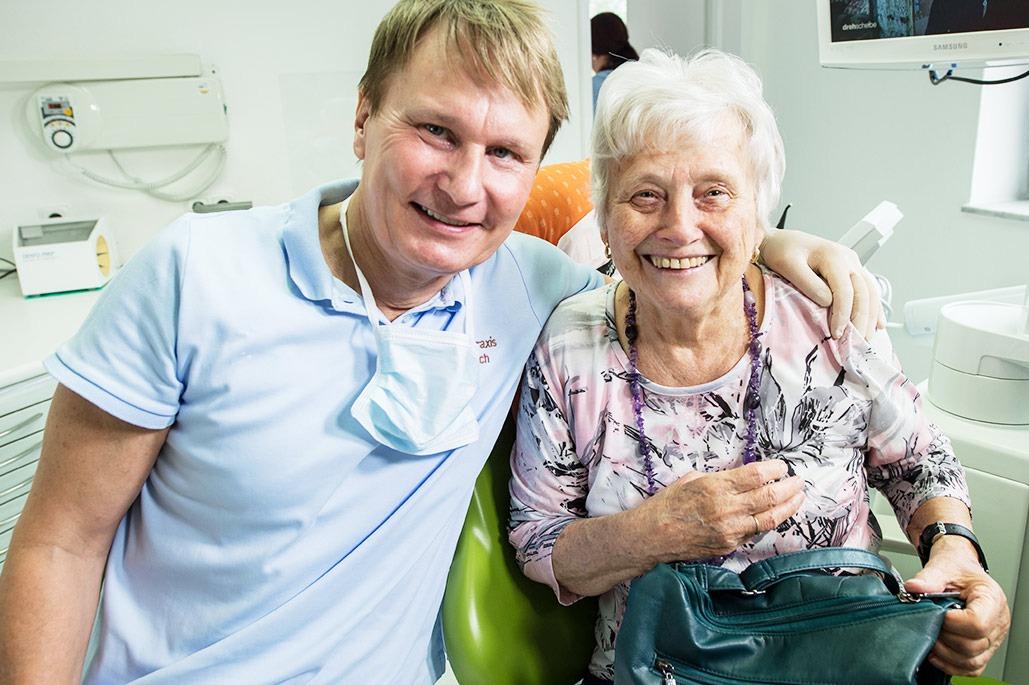 Zahnarzt Hennef: Zufriedene Patientin